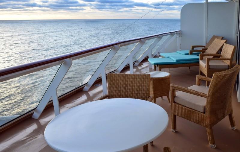cruise ship cabin balcony