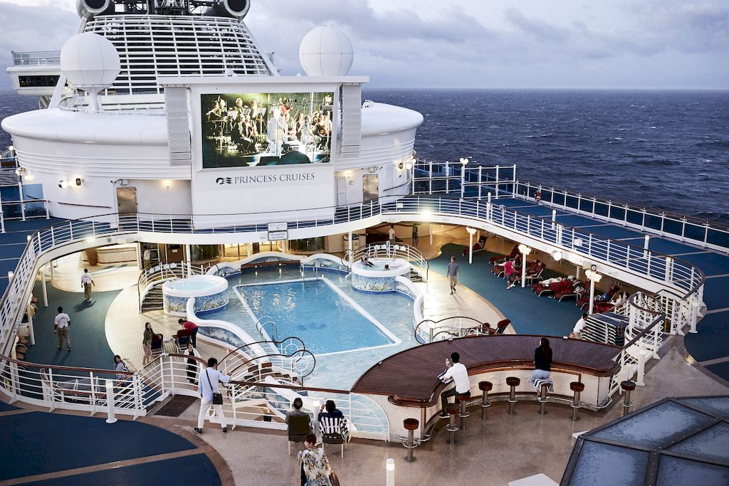 Grand Princess Pool Deck