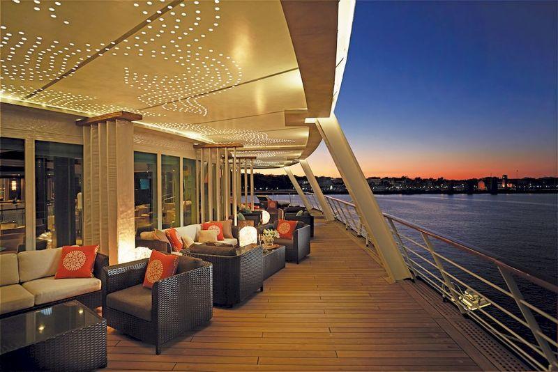Seven Seas Voyager Horizon Lounge