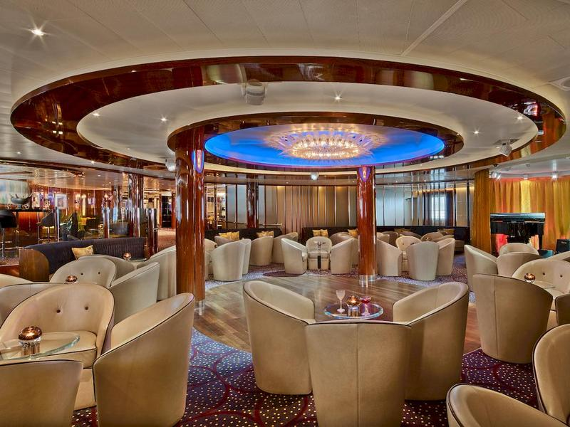 Seabourn Encore Bar the Club