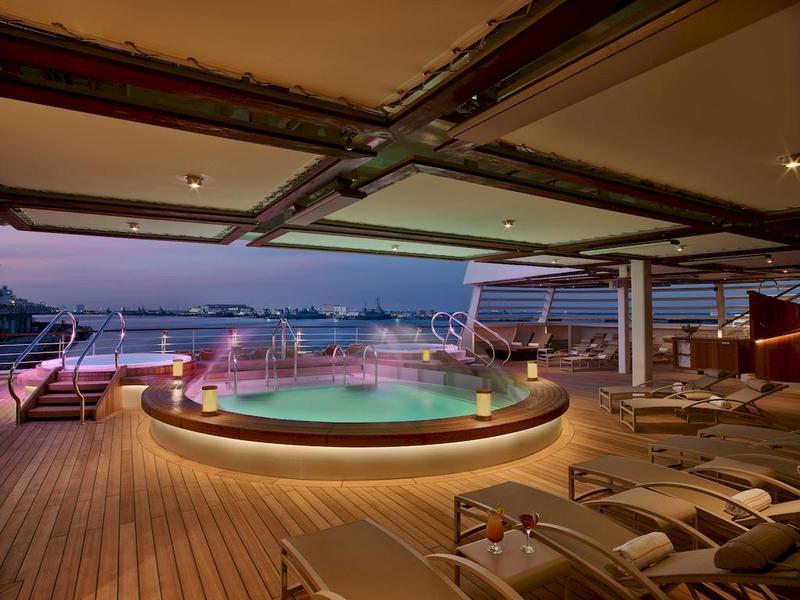 Seabourn Encore Pool
